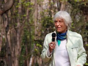 Astrid Osterland trägt ihr Gedicht vor