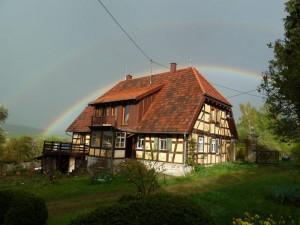 Fachwerkhaus mit Regenbogen