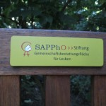 Bank mit SAPPhO-Schild